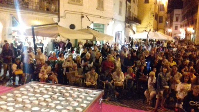 Spettacolare tombola di ferragosto a piazza del mercato a Spoleto
