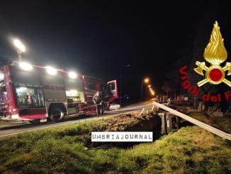 Un ferito estratto da vigili del fuoco a Spoleto, incidente stradale