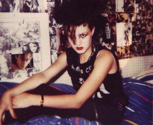 Gothic 1984 auf ihrem Bett