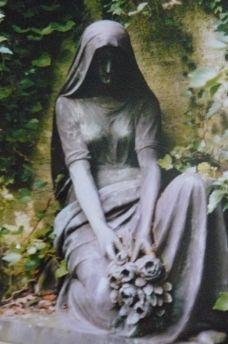 Traurigkeit in Stein