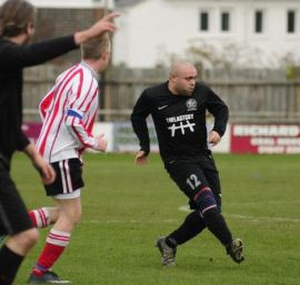 Real Gothic FC - Spielfeldimpression in England (2)