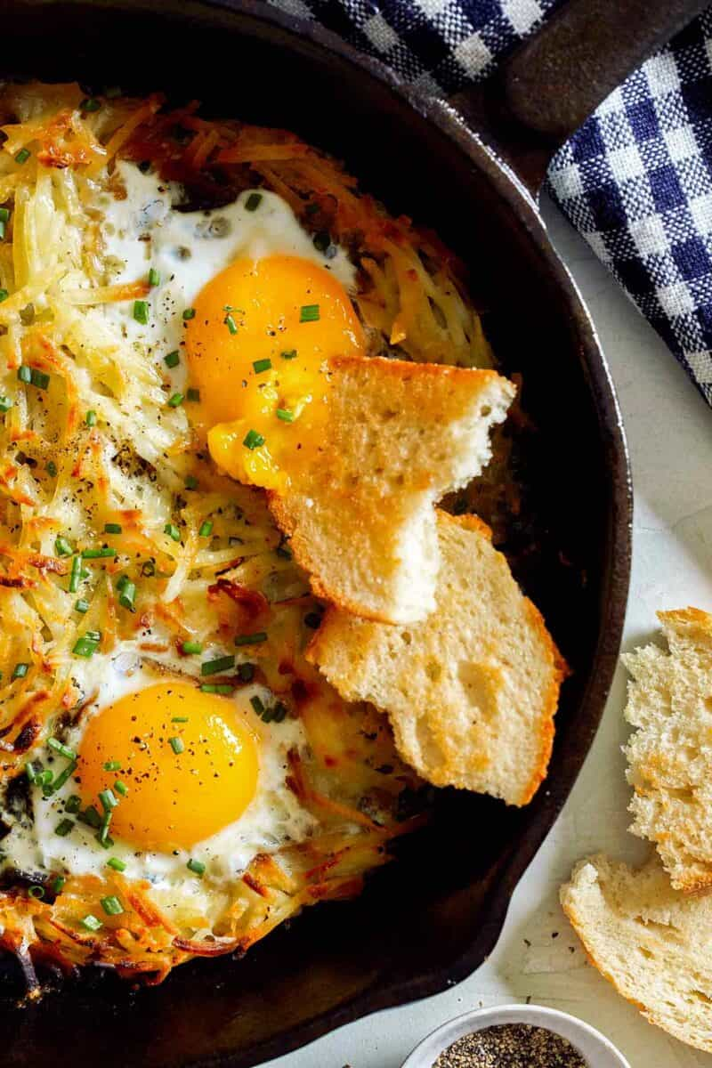 Carefully place skillet upside down over hash browns and flip to invert into skillet, browned side up. Simple Cheesy Skillet Hash Browns and Eggs
