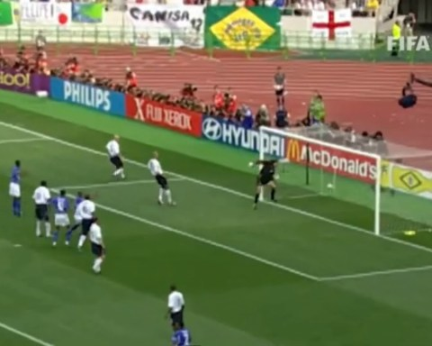 Ronaldinho incredible goal on the 2002 World Cup against England