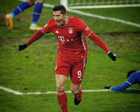5& goals for club & country. Robert Lewandowski    ...