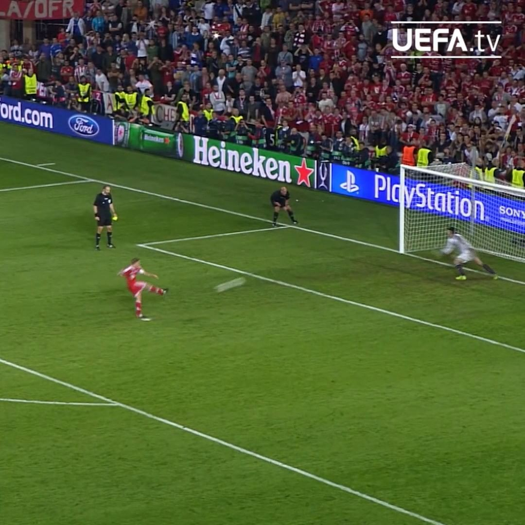 Manuel Neuer = Bayern's penalty shoot-out hero in the 2013  ...