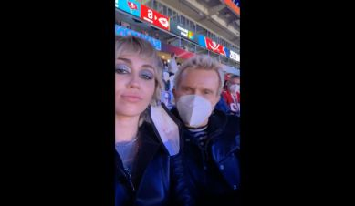 Miley Cyrus gives Billy Idol a social media lesson at the #SuperBowl   #axiostam...