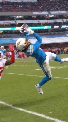 Two unbelievable  catches. Which one was better? ...