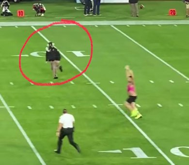 This dude never stood a chance on Sunday. #SuperBowl #Streaker #ChiefsvsBuccanee...