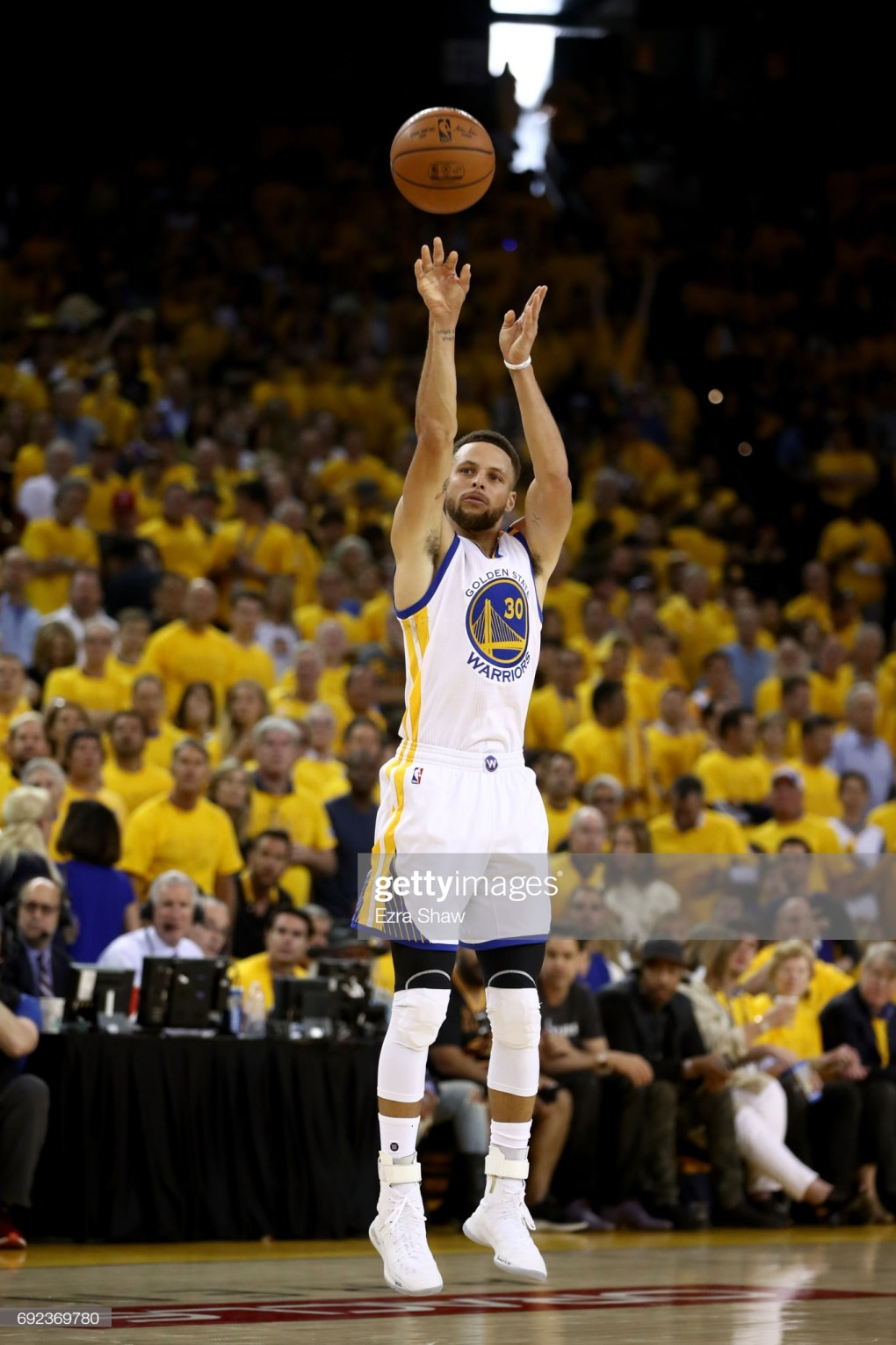 Stephen Curry at home Shooting a 3-point shot