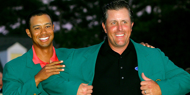 Phil Mickelson gets his green jacket from Tiger Woods in 2006