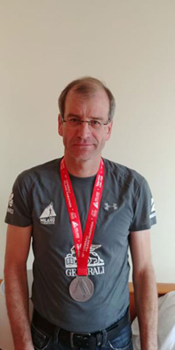 Thomas Eder vom TLV Rünthe finisht beim Mailand Marathon