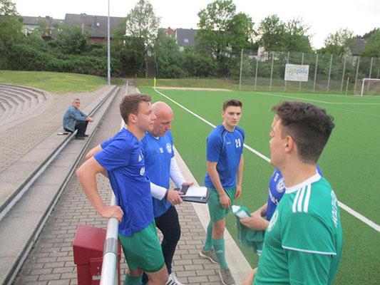 Fußball-Bezirksliga: Trainer-Statements zum 25./28. Spieltag
