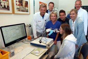 Doppelstars Kevin Krawietz und Andreas Mies besuchen Kinder- und Jugendzentrum im Klinikum Bethel