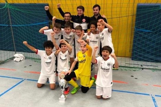 Eintracht Frankfurt bejubelt Sieg beim Indoor Masters