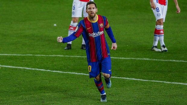 Ο Λιονέλ Μέσι πανηγυρίζει γκολ του με τη φανέλα της Μπαρτσελόνα κόντρα στην Αλαβές