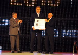 Dino Meneghin in occasione del suo ingresso nella Hall of Fame della FIBA