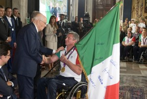 Oscar De Pellegri riceve dal presidente Napoiitano il tricolore