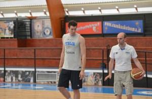 Bargnani si allena con coach Massimo Cancellieri
