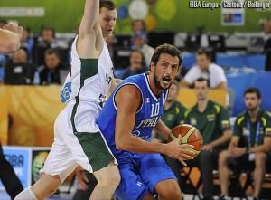 Belinelli in azione contro la Lituania a Eurobasket 2013