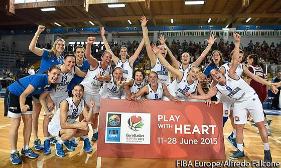 Le azzurre festeggiano la qualificazione a Eurobasket Women 2015