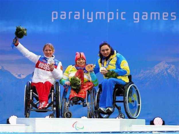 Sotchi 2014 Paralympics: Siegerehrung Biathlon 10 km sitzend mit Svetlana Konovalova (RUS), Anja Wicker (GER), Ljudmila Pavlenko (UKR - v.l.) - Foto: Sotchi 2014 Paralympic Winter Games