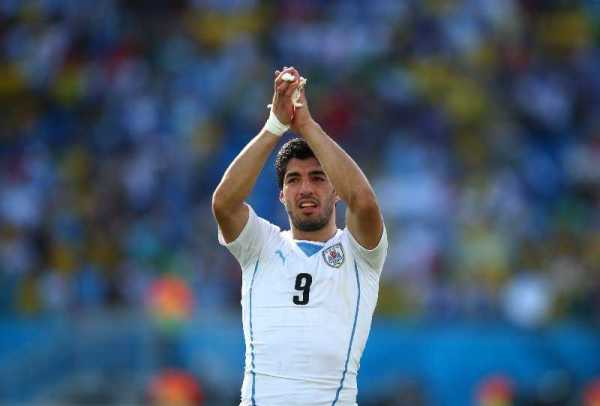 Fussball FIFA WM 2014: Im schwachen Nervenkitzel-Duell zweier Ex-Weltmeister sorgt Uruguay mit 1:0 für Italiens WM-Aus - Luis Suarez of Uruguay celebrates the win after the 2014 FIFA World Cup Brazil Group D match between Italy and Uruguay at Estadio das Dunas on June 24, 2014 in Natal, Brazil. (Photo by Clive Rose/Getty Images for Sony)