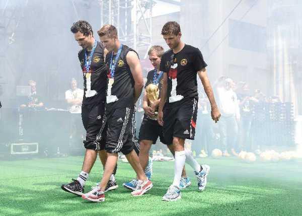 Fußball WM 2014: DEUTSCHLANDS Weltmeister-HELDEN in Berlin – Impressionen von der Fan-Meile am Brandenburger Tor - Foto: DFB / Getty-Images
