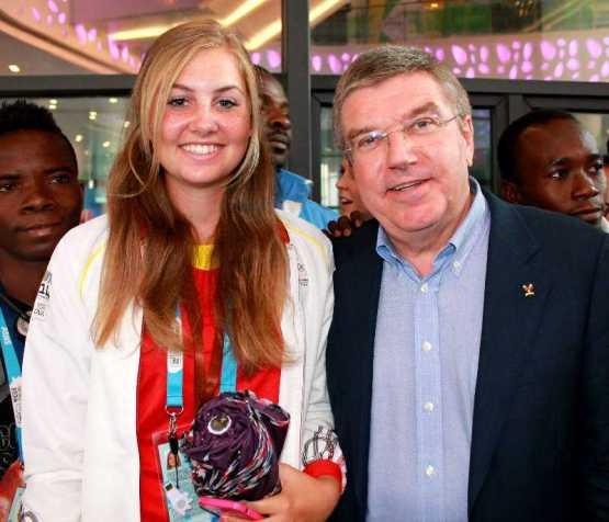 """Olympische Jugendspiele Nanjing 2014: Schlussfeier als Fest der Farben, Klänge und Lichter - Golferin Olivia Cowan diskutierte mit IOC-Präsident Thomas Bach in der """"Youth Session"""" - Foto: DOSB"""