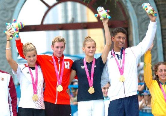 Olympische Jugendspiele Nanjing 2014: Gold für Kristin Ranwig - Triathletin Kristin Ranwig gewann an der Seite des Dänen Emil Deleuran Hansen, der Französin Emilie Morier und des Briten Ben Dijkstra (v.l.) mit der Mannschaft Europa I Gold im Mixed-Teamwettbewerb - Foto: DOSB