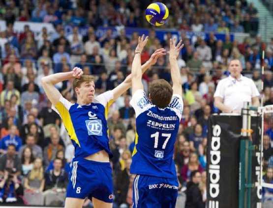 Volleyball-Bundesliga live auf SPORTDEUTSCHLAND.TV - Max Günthör in Aktion - Foto: Günter Kram