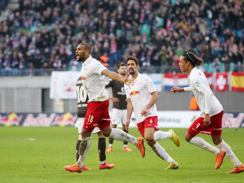 RasenBallsport Leipzig vs. FC Sankt Pauli - Terrence Boyd, Rani Khedira und Yussuf Poulsen (RB Leipzig) - Foto: GEPA pictures/Roger Petzsche