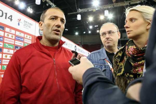 "Handball EM 2014: Dragan Adzic ""Ziel ist Olympia 2016 in Rio."" - Dragan Adzic (li.) und SPORT4Final-Redakteur Frank Zepp (mi.) - Foto: Uros Hocevar / EHF Media"
