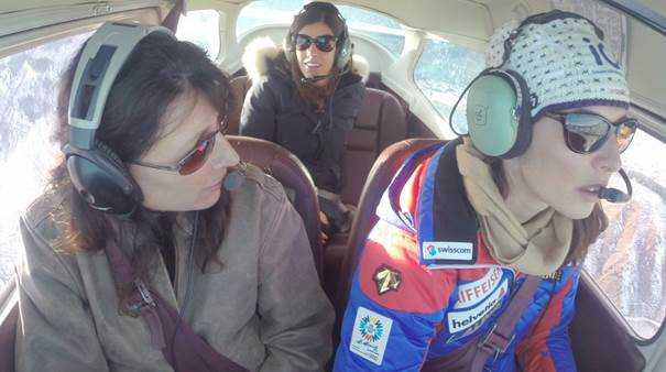 "CNN ""Alpine Edge"" mit Dominique Gisin und Lindsey Vonn - Im Flugzeug mit Dominique Gisin - Foto: CNN International ""Alpine Edge"""