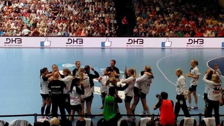 Handball-WM 2015: Jakob Vestergaard zu Kerstin Wohlbold und Anna Kochetova - Foto: SPORT4Final