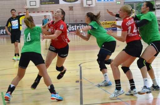 Handball: Marieke Blase zeigte an beiden Tagen eine starke Leistung auf der Rückraum links Position. Foto: Hajo Steinbach