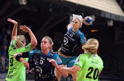 Shenia Minevskaja beim Torwurf - Handball Frauen: Thüringer HC und HC Leipzig an der Spitze - Foto: Sebastian Brauner (HCL)