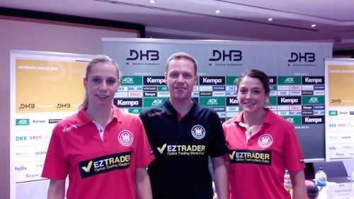 Handball WM 2015 Dänemark: Katja Kramarczyk, Jakob Vestergaard (Bundestrainer Deutschland - später CSM Bukarest) und Alexandra Mazzucco (v.l.) - Foto: SPORT4FINAL