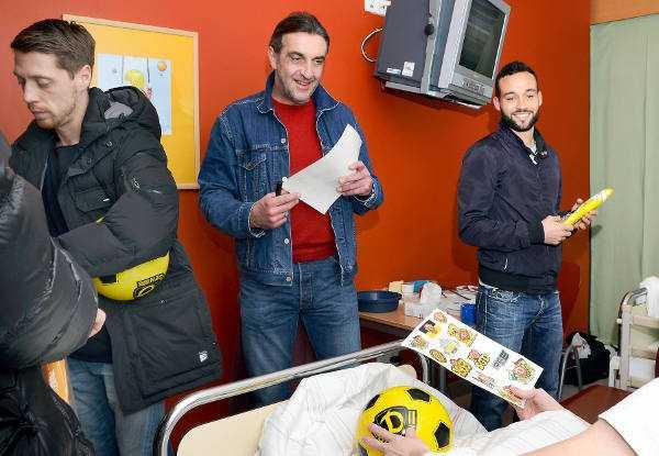Ralf Minge und Dynamo Dresden besuchen Kinderkrebsstation des Universitätsklinikums - Foto: Ulrich Lippke / Uniklinikum Dresden
