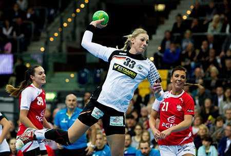 Handball WM 2015: Test-Länderspiel Deutschland vs. Polen am 25.11.2015 in Leipzig - Luisa Schulze (33) - Foto: Sebastian Brauner