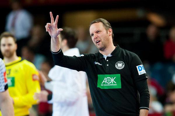 Handball EM 2016: Deutschlands Handball-Helden beim Dart - Dagur Sigurdsson - Foto: ZPRP / EHF