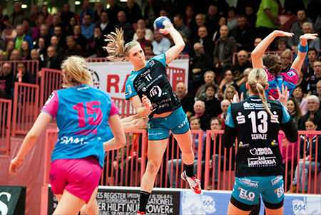 Handball EHF-Cup, TuS Metzingen vs. HC Leipzig am 19.02.2016 in Tübingen - Anne Hubinger (17) - Foto: Sebastian Brauner