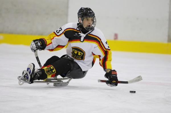 Sledge-Eishockey: Über EM und WM zu den Paralympics nach Pyeongchang - Lucas Sklorz - Foto: DBS / Ising