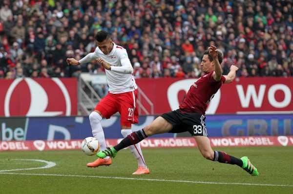 Deutsche Bundesliga, 1. FC Nuernberg vs. RasenBallsport Leipzig - Davie Selke (RB Leipzig) und Georg Margreitter (Nuernberg) - Foto: GEPA pictures/Roger Petzsche