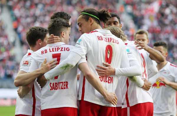 Deutsche Bundesliga, RasenBallsport Leipzig vs. DSC Arminia Bielefeld - RB Leipzig mit Marcel Sabitzer und Yussuf Poulsen (RB Leipzig) - Foto: GEPA pictures/Roger Petzsche