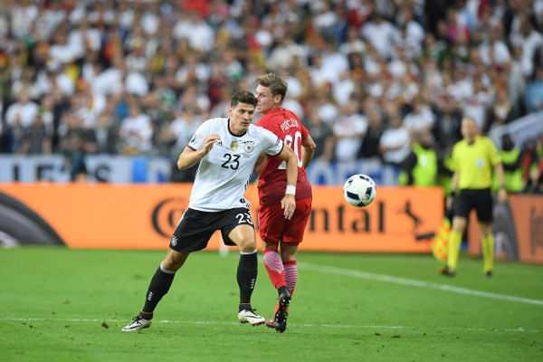 Mario Gomez (Deutschland) - Fussball EM 2016: Aktion während der UEFA EURO 2016 Gruppe C - Spiel zwischen Deutschland und Polen im Stade de France am 16. Juni 2016 in Paris, Frankreich. Foto: Matthias Hangst / Getty Images