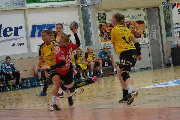 Thüringer HC bezwang starken Aufsteiger TV Nellingen - Meike Schmelzer beim Torwurf - Foto: Hans-Joachim Steinbach/Thüringer HC