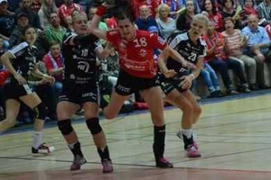 Iveta Luzumova (mi.) - Foto: Hans-Joachim Steinbach / Thüringer HC
