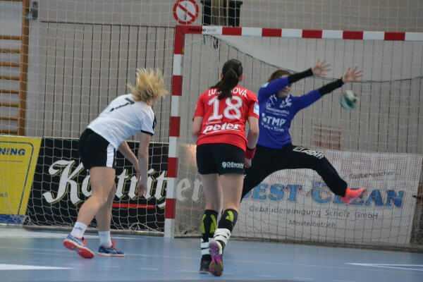 Handball kompakt: Iveta Luzumova und Dinah Eckerle (Thüringer HC) - Foto: Hans-Joachim Steinbach / Thüringer HC