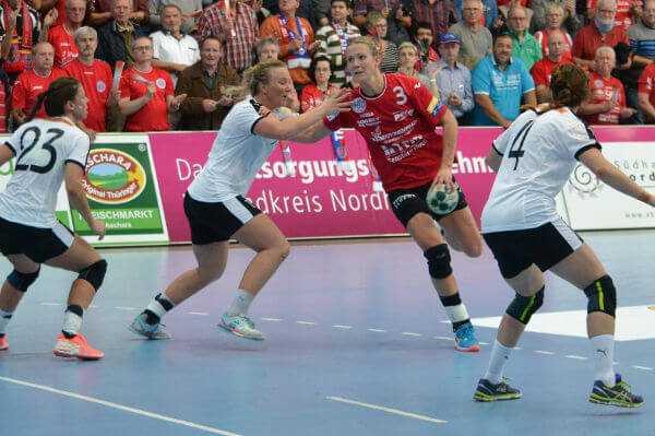 """Handball Champions League: Thüringer HC bezwang Glassverket. Dinah Eckerle """"Matchplayer"""" - Foto: Hans-Joachim Steinbach / Thüringer HC"""