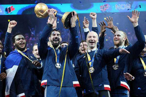 Nikola Karabatic (Frankreich - MVP) mit Weltmeister-Pokal - Handball WM 2017 Frankreich: Nikola Karabatic MVP und All-Star-Team - Foto: France Handball
